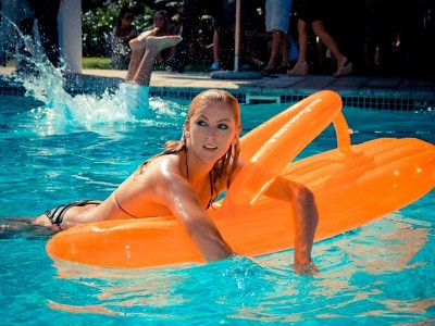 AbsolutPoolParty7